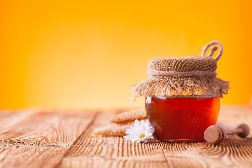 10 propiedades y beneficios de la miel de la abeja